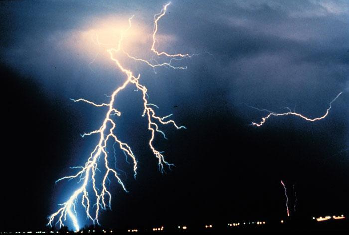 lightning-strike[1]